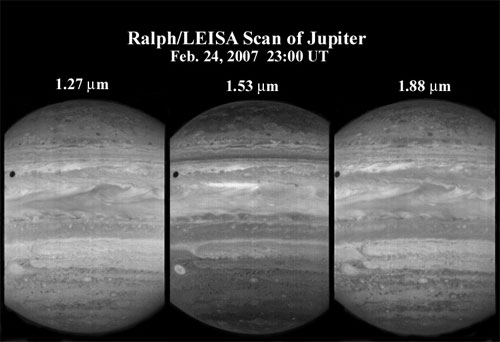 LEISA infrared spectral imager observed giant Jupiter in 250 narrow spectral channels: 28 KB; click on the image to view the original website